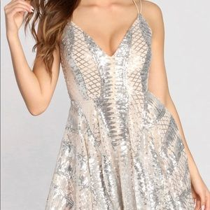 BRAND NEW WINDSOR SPARKLY DRESS SIZE SMALL